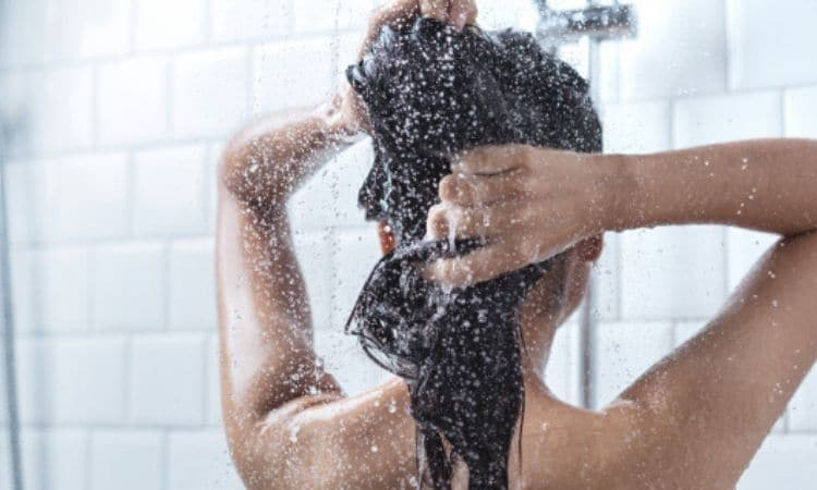 washing hair with cold water benefits