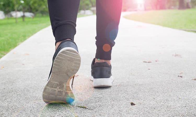 Correct walking posture feet